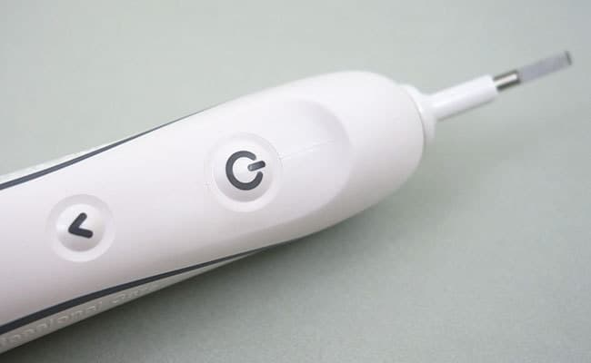 Oral-B White 7000 Electric toothbrush close up on power button and cleaning mode cycle button