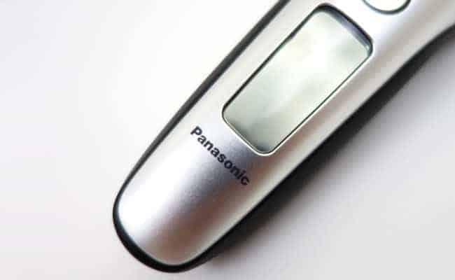 Panasonic Arc 3 electric shaver LCD display screen