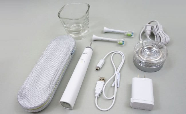 Philips Sonicare DiamondClean Electric Toothbrush and accessories that come in the box