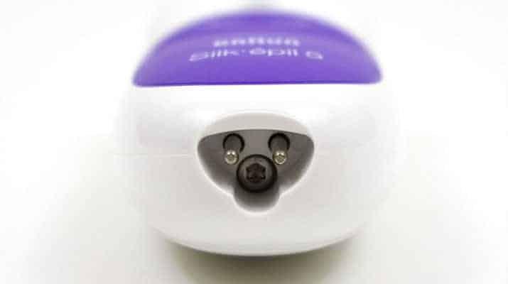 Braun silk epil 5 epilator wet and dry charging socket at base of handle
