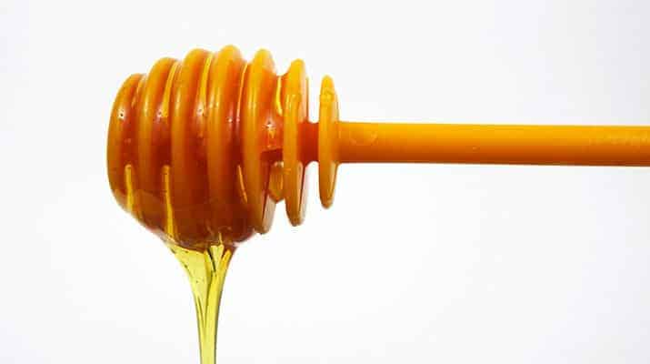 Dr Oetker Plastic honey dipper dribbling honey