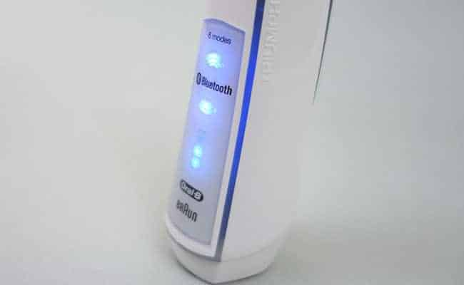 Oral-B White 7000 Bluetooth indicator