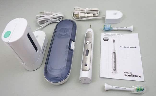 Philips Sonicare Flexcare Platinum electric toothbrush and accessories that come in the box