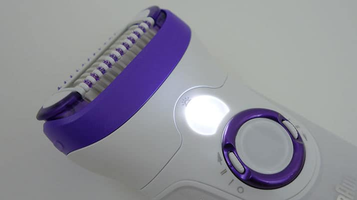 Braun Silk Epil 9 Epilator with smart light shining bright